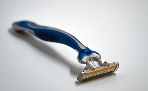 カミソリでちん毛を剃るのは注意